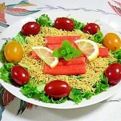 リーフレタス、サラダ麺、風味かまぼこのサラダ