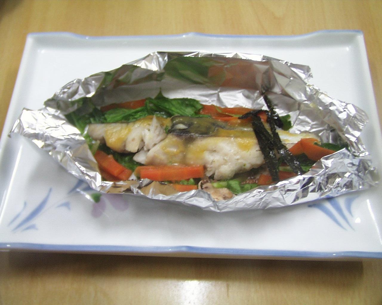 さわら、にんじん、水菜のアルミホイル焼き、刻み海苔