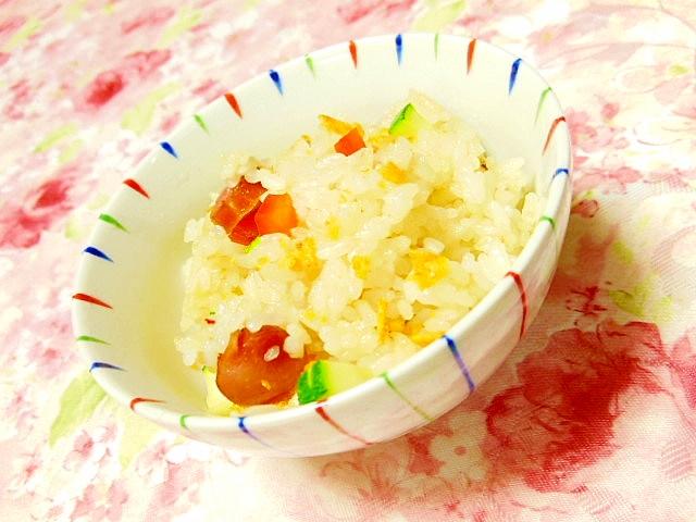 炒飯ミックスでウィンナーと彩り野菜のドリトス炒飯