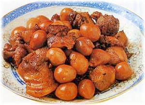 豚バラ肉とうずらの卵の煮込み