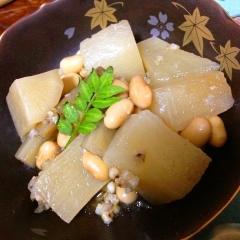 蕎麦米入り大根と鶏肉の土鍋煮込み