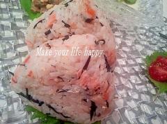 ひきじの炊き込みごはん☆リメイクで鮭おにぎり
