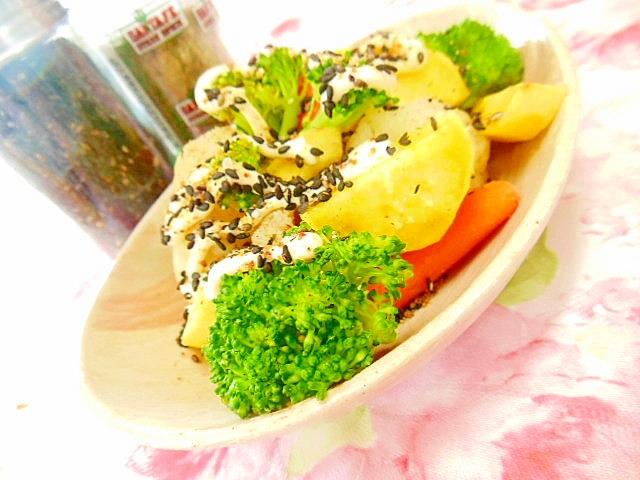 彩り野菜と薩摩芋のスパイス・マヨサラダ