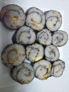 残った炒飯、炊き込みごはんの簡単海苔巻き