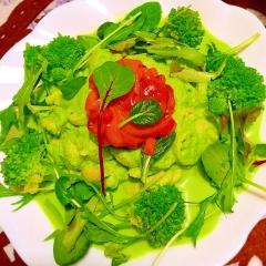 緑野菜とイカ塩辛の彩り鮮やかサラダパスタ