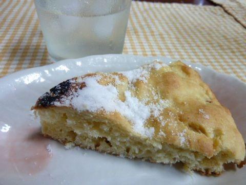 時短 ダッチオーブンで桃のケーキ