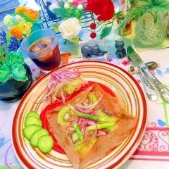 キウイと野菜マリネのハニーチーズガレット