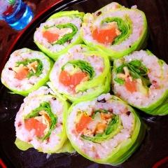 春キャベツdeサーモンとサラダの巻き寿司