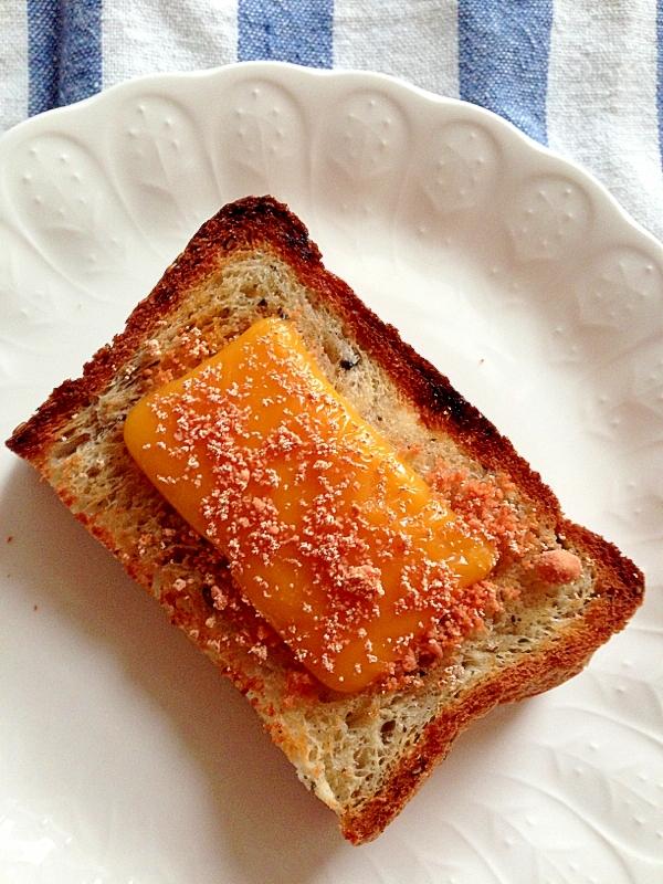 タラコとチェダーチーズのバタートースト