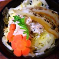 ツナと春キャベツのオツな生七味マヨ丼