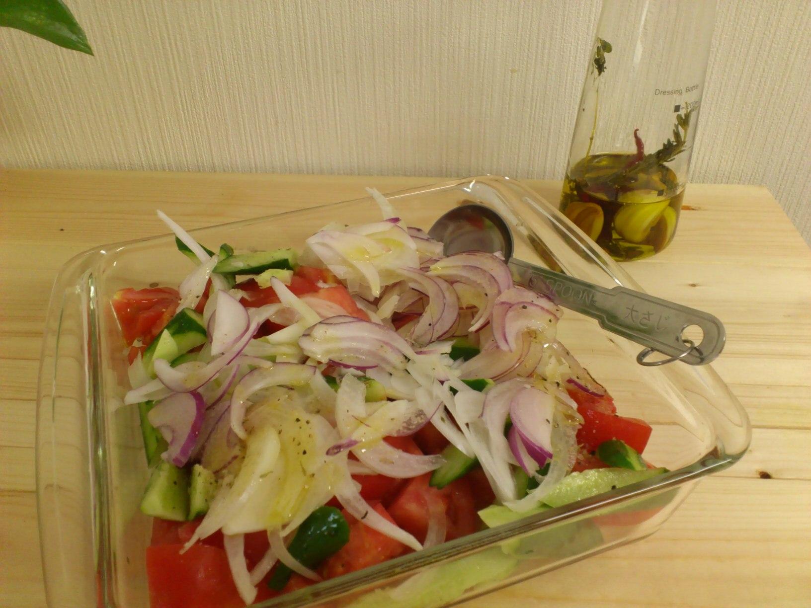 BBQに持っていく簡単トマトサラダ