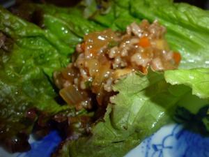 野菜もたっぷり豚ミンチのサニーレタス巻