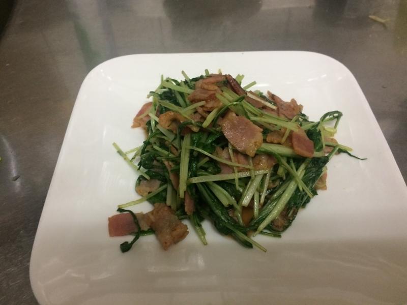 水菜の大量消費 ピリ辛 水菜とベーコンの炒め物
