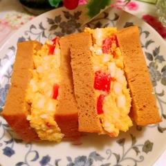 トマトと卵のふすまパンサンド