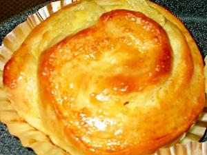H.B.パインとクリームチーズふわふわっロールパン
