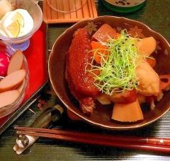 燻製手羽先と根菜のこっくり甘辛うま煮