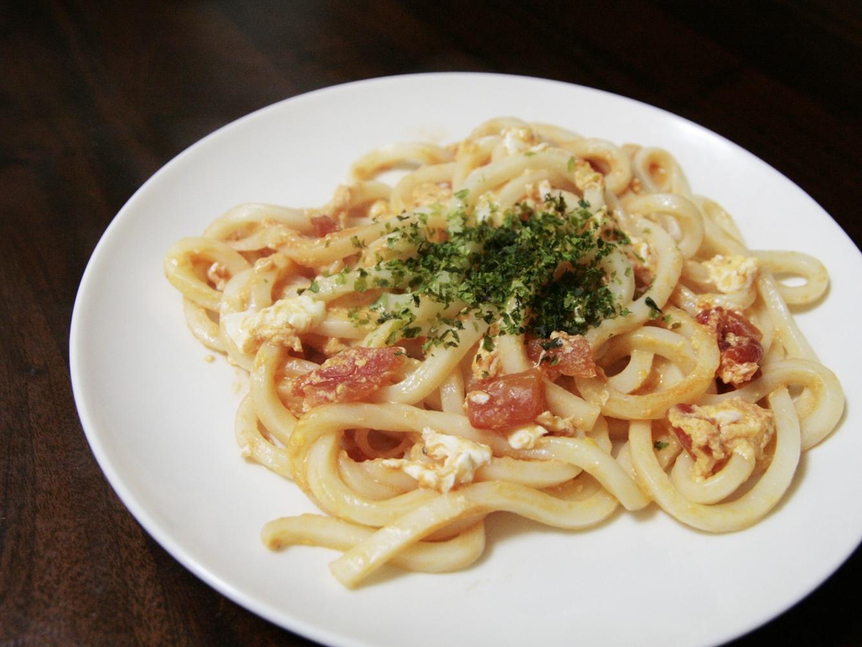 【お夜食に!】トマトで蒸し焼きうどん