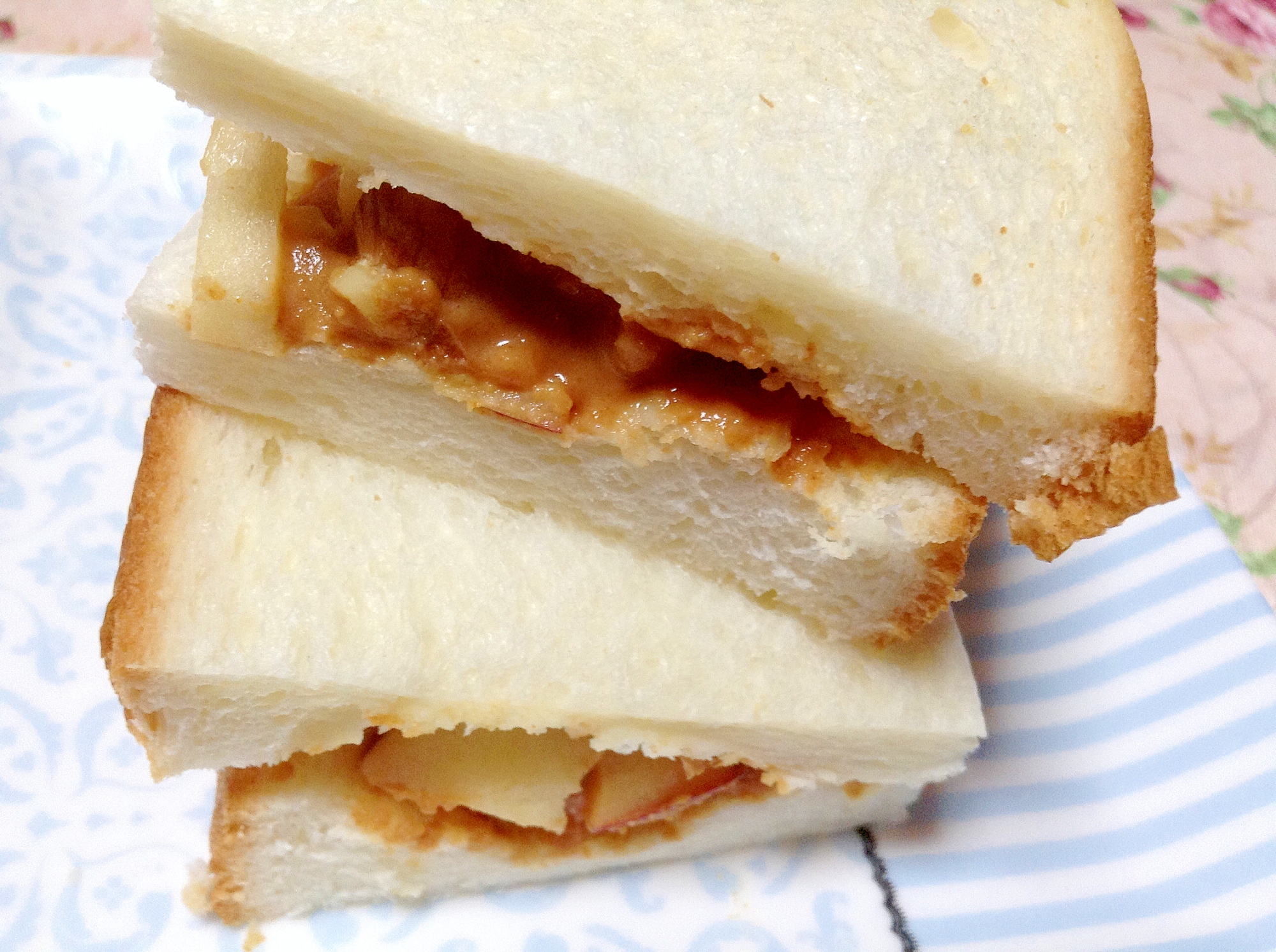きな粉と林檎のサンドイッチ