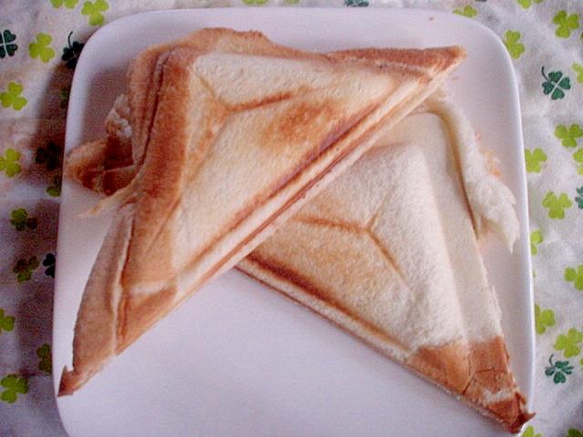 カニカマ&マヨ&チェダーチーズでホットサンド☆