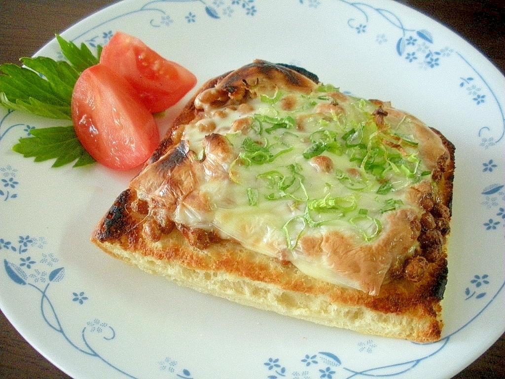 お夜食に!納豆チーズのせピザクラスト♪