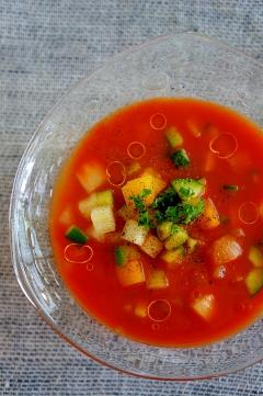 野菜ジュースで♪モリモリ食べる簡単ガスパチョ