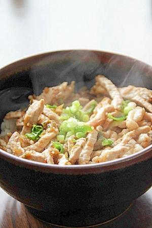 甘辛ねぎソースを使って簡単『豚丼』