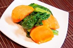 旬の柿で一品、柿と小松菜の和え物