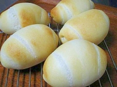 ホシノ丹沢酵母★ミルクロールパン
