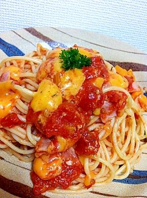 チェダーチーズとトマトのパスタ