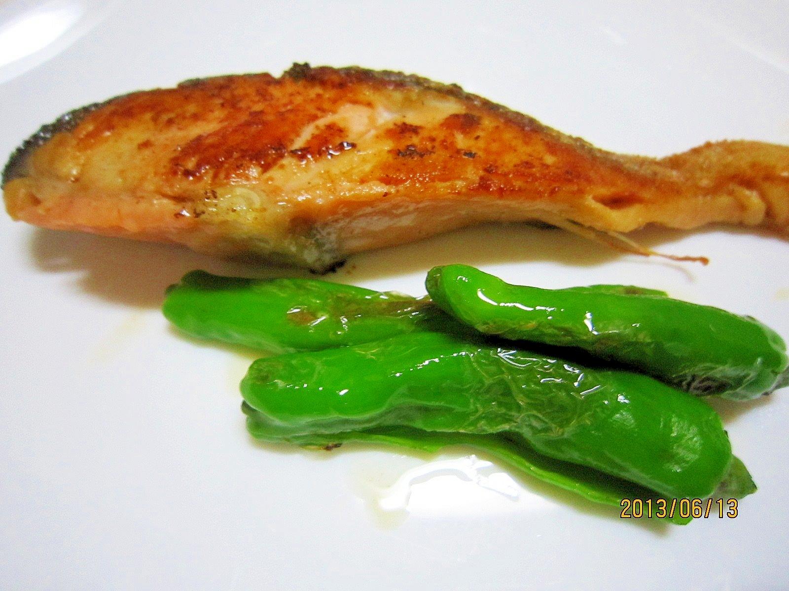 片付け簡単 レンジで時短 焼き鮭のしし唐添え