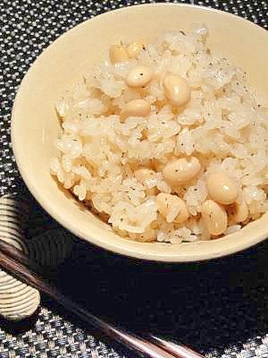 大豆でいろいろ♪土鍋で大豆の炊き込みご飯