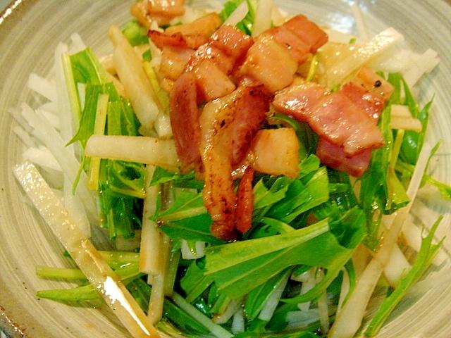 ベーコンと水菜、大根のわさび醤油サラダ