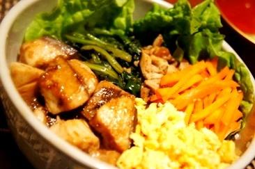 旬のカツオの生姜焼きで、一品完結ビビンバ風丼