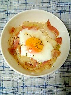 電子レンジで半熟☆白菜とベーコンのココット☆