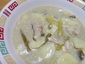 ニンニクの芽と鶏肉のワサビスープ