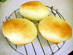 思い出の味♪UFOクリームパン