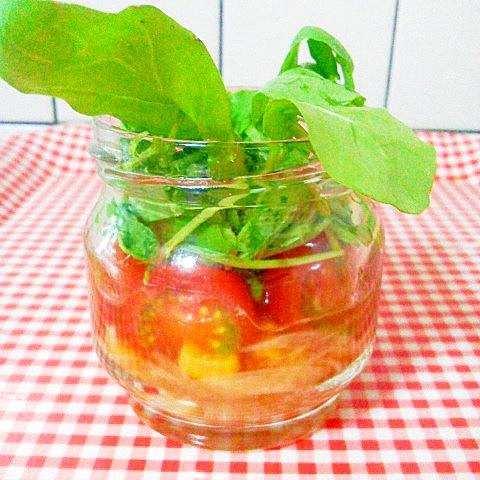 酢玉ねぎ&プチトマト・コーン・ルッコラのサラダ