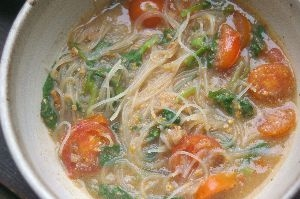 トマトと青菜の汁ビーフン