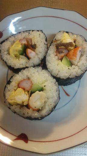 今年の恵方は南南東・・・太巻き寿司