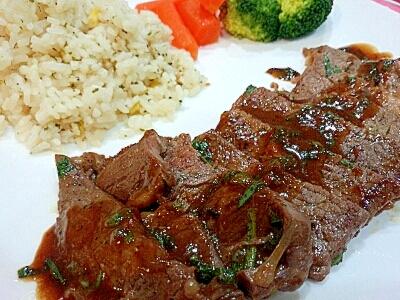 牛肩ロース肉のステーキ大葉醤油風味