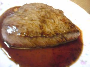 神戸牛のステーキの肉汁でステーキソース
