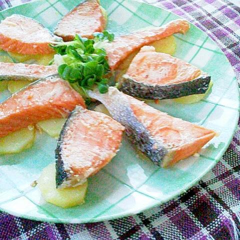 鮭とじゃがいもの重ね蒸し焼き