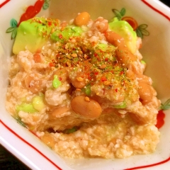 納豆とアボカドの卵白タルタル