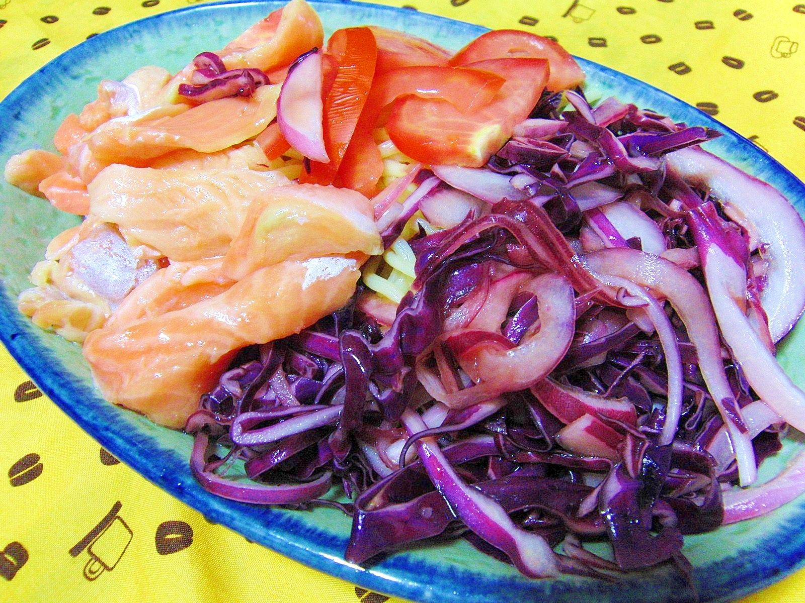 紫野菜とサーモンの冷やし中華