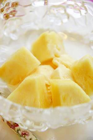 練乳たっぷり パイナップル入りアイス
