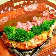 野菜ぎゅうぎゅうのレバーペースト&チーズサンド