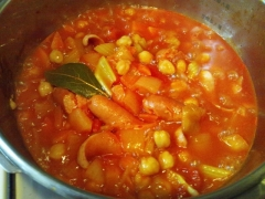ひよこ豆とソーセージのトマト煮込み