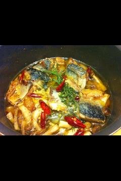 お手軽スペイン料理!鯖ときのこのアヒージョ