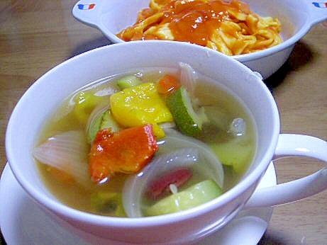 冷凍グリル野菜ミックスでコンソメスープ
