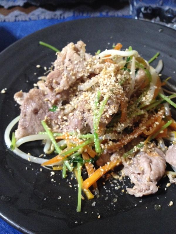豚肉と豆苗の塩炒め